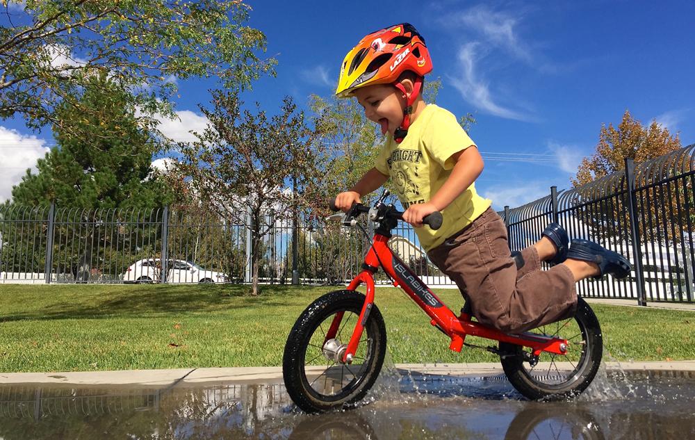 儿童平衡车比赛运动