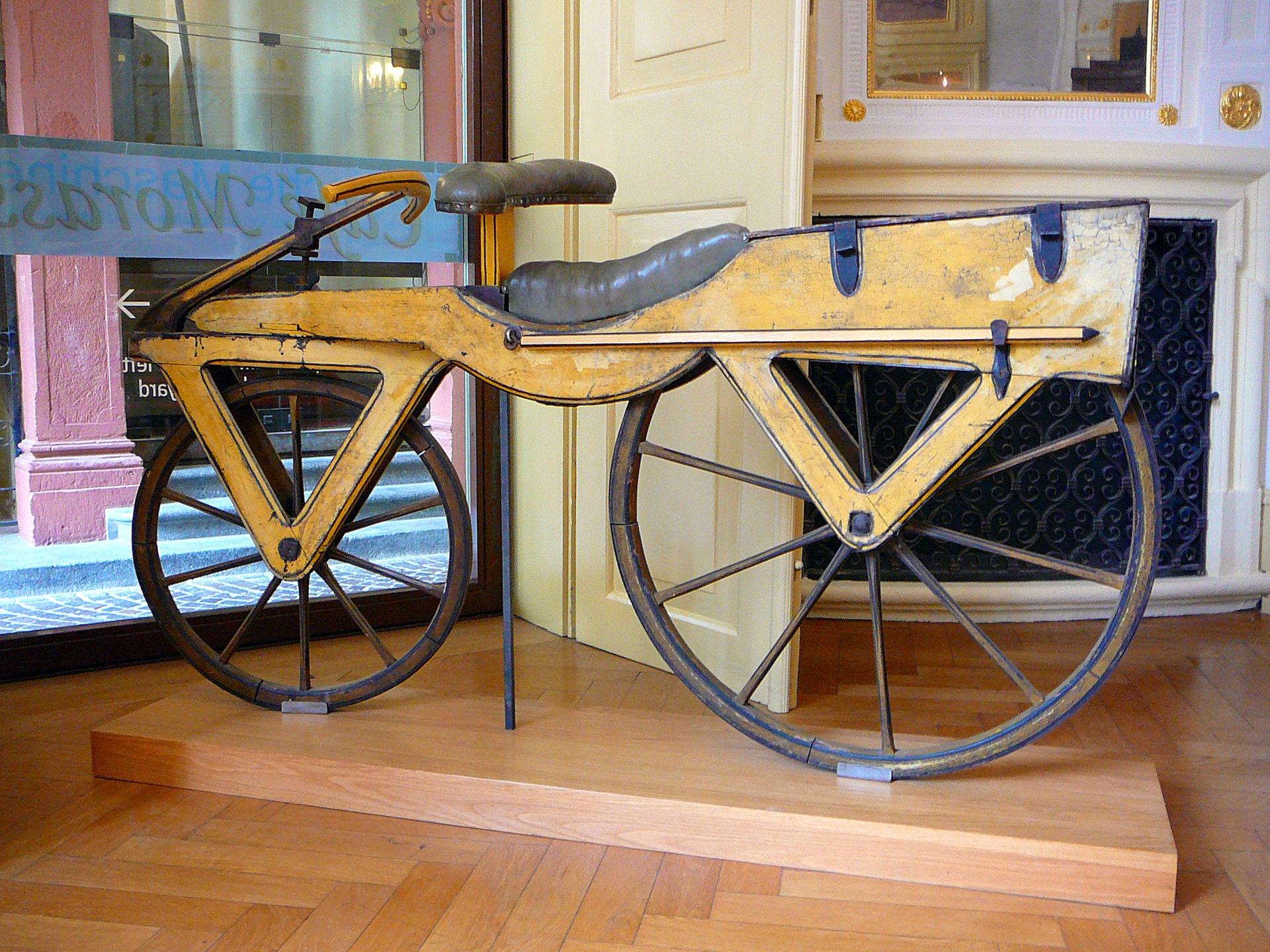 历史上第一辆平衡车自行车实物图