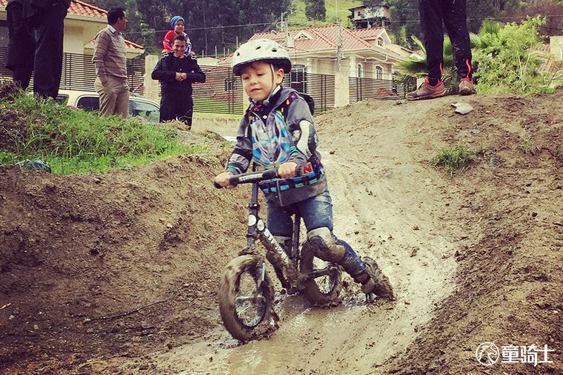 儿童平衡车为什么是最适合2-6岁幼儿的运动项目